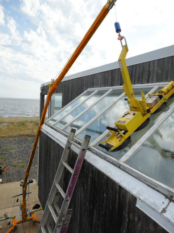 installing glass with an EZ-Rig crane